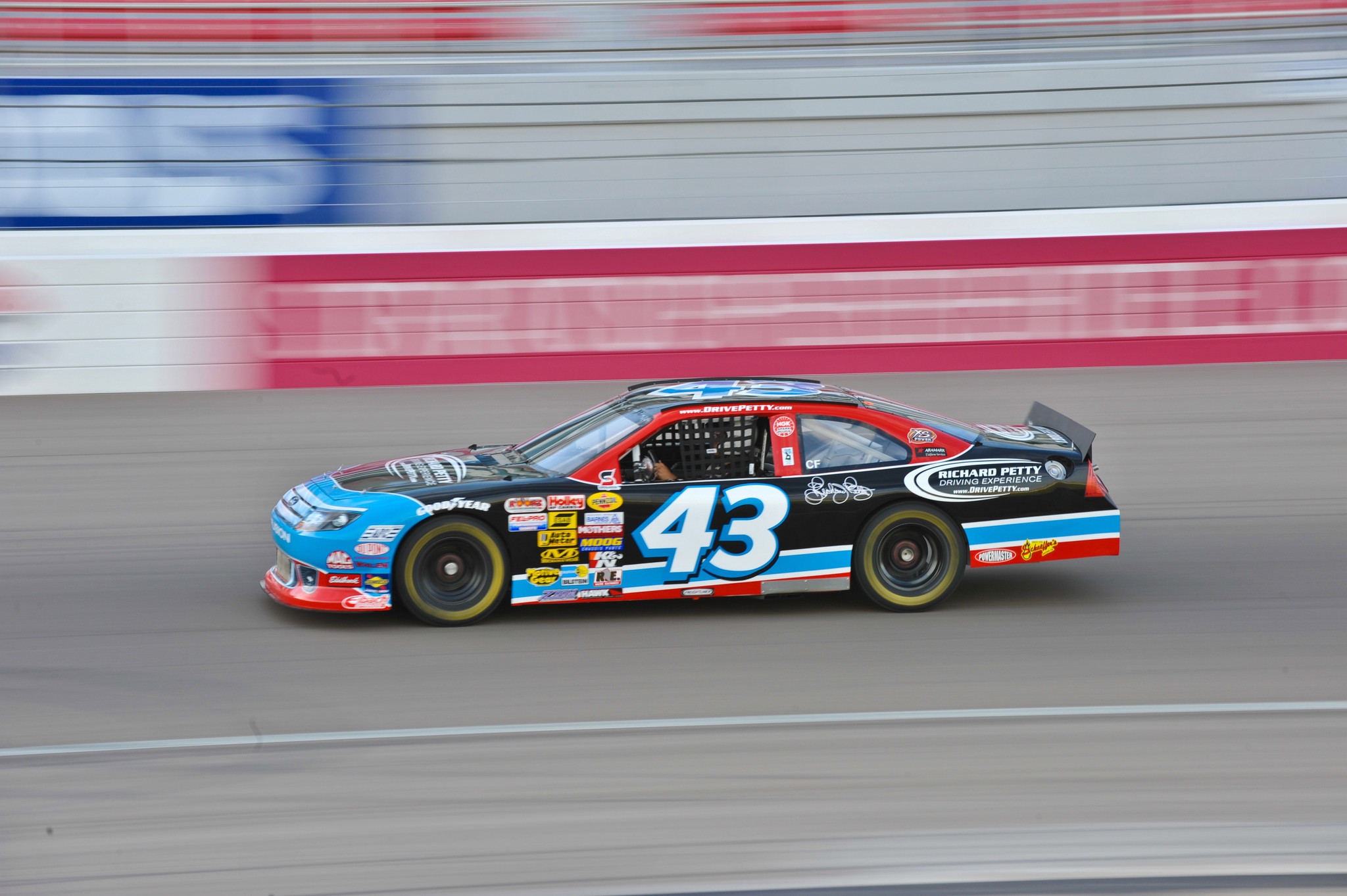 richard-petty-driving-experience-pictures-006